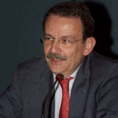 Farmaci Biosimilari, ne parliamo con il dottor Enrico Fusaro, reumatologo